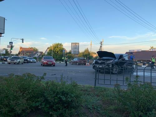 В Харькове грузовик на большой скорости смял несколько автомобилей (фото, видео)