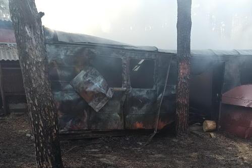 В Харьковской области пылали железнодорожные вагоны (фото)