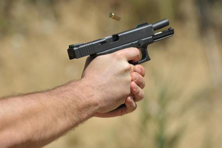 Разборки из-за девушки на Харьковщине: парень выстрелил оппоненту в голову