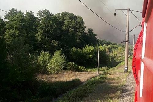 Поезда через Двуречную не ходят. Пожарные продолжают оставаться на месте ЧП