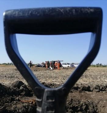Веревки и цепи до сих пор сковывают тела бойцов: раскопки «адского котла» на Харьковщине (фото, видео)