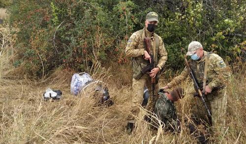Сотни тысяч гривен в мешке. Под Харьковом поймали подозрительного мужчину