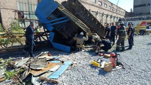 Строительный кран упал в Харькове (фото)
