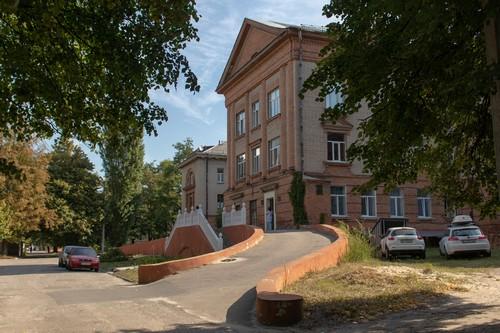 «Персонал был согласен работать, пока не начал принимать пациентов»: медики увольняются в Харькове