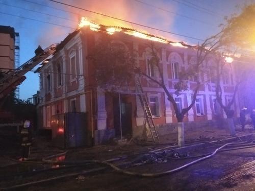 Масштабный пожар в Харькове: что происходит в поврежденном доме
