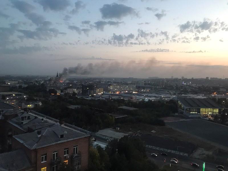 ЧП в Харькове: пламя видно за километр, есть жертва (фото, видео)