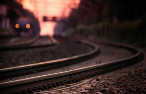 Мужчина вышел из машины и бросился под поезд: происшествие под Харьковом