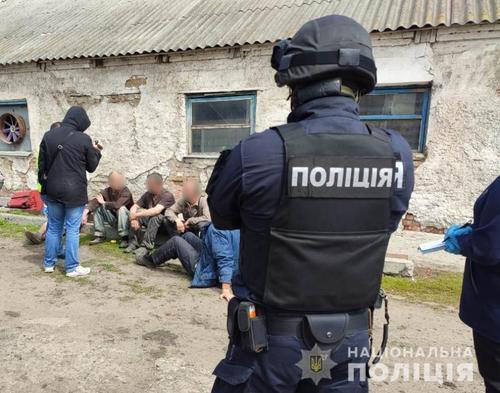Семейную пару из Харькова, которая издевалась над людьми, ждет расплата