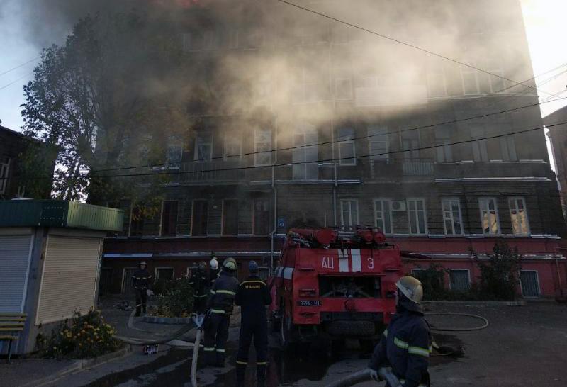 ЧП в Харькове: огонь был виден за сотни метров, погиб мужчина (фото)