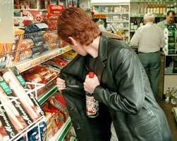 В Харькове женщина пыталась устроить банкет за счет супермаркета