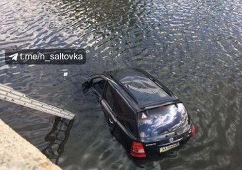 Стало известно, почему женщина утопила автомобиль в центре Харькова
