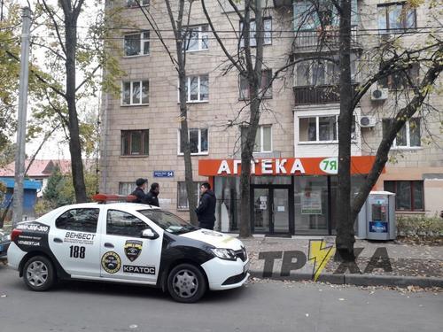 В Харькове среди бела дня ограбили две аптеки и кредитную фирму (видео)