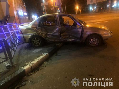 Происшествие возле станции метро в Харькове: пострадавших забрали в больницу (фото)