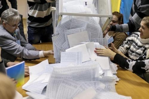 Выборы в Харькове: горизбирком все еще принимает протоколы от участковых комиссий