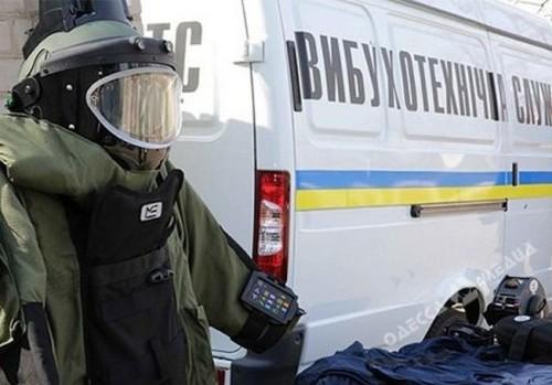 К двум зданиям в центре Харькова срочно съехались полицейские (фото)