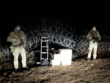 Харьковские пограничники устроили погоню за мужчинами, которые сделали дыру в ограждении (фото)