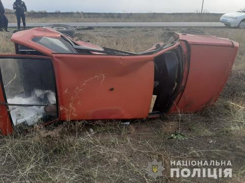 ДТП под Харьковом: машина перевернулась, есть пострадавшие (фото)