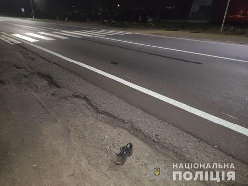 Под Харьковом мужчина умер на дороге (фото, видео)