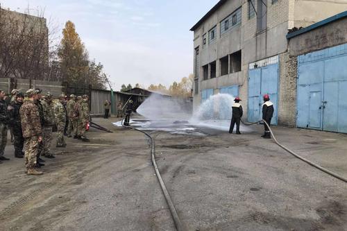 Спасатели съехались в харьковскую исправительную колонию (фото)