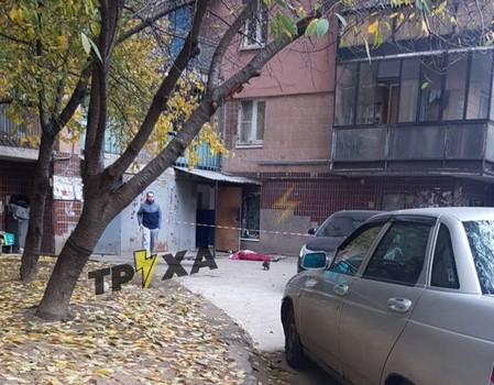 В Харькове возле многоэтажки прохожие нашли окровавленный труп