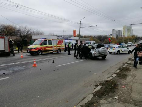 В Харькове иномарка влетела в остановку транспорта. Есть пострадавшие (фото)