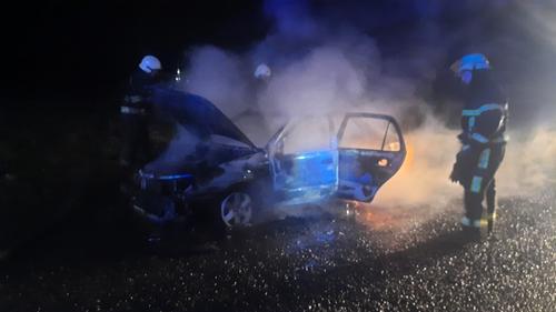 Легковушка загорелась на дороге вместе с водителем. Случай под Харьковом (фото)