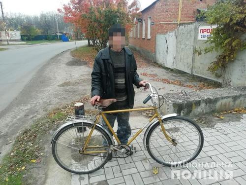 Под Харьковом дедушке пришлось обратиться в полицию из-за увиденного возле дома (фото)