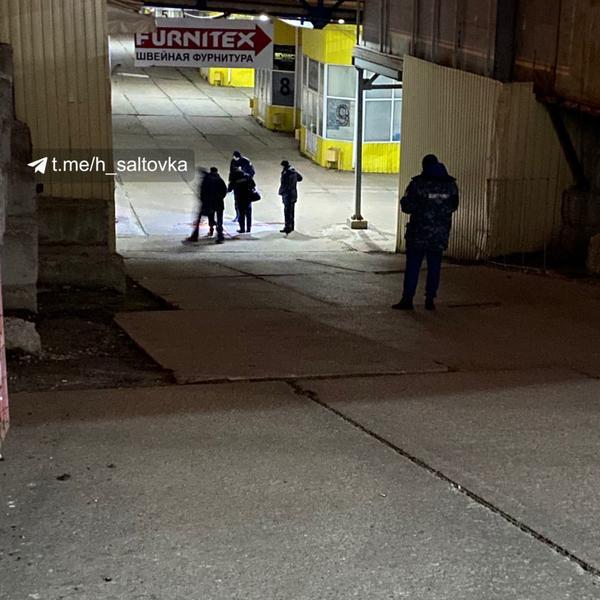 В Харькове на крупном рынке обнаружили мертвую женщину (фото)