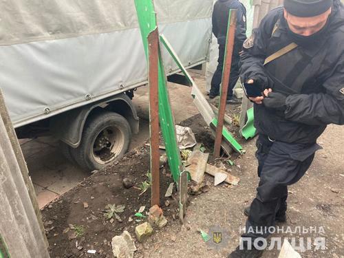 В Харькове под забором частного дома взорвали гранату. Подрывника разыскивают (фото)