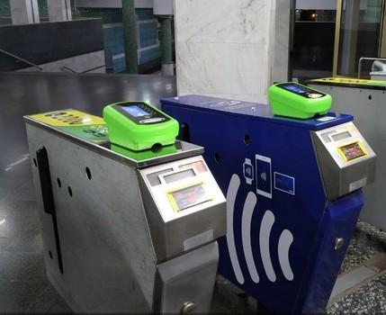 В Харькове увеличится количество станций метро, где можно оплатить проезд банковской картой