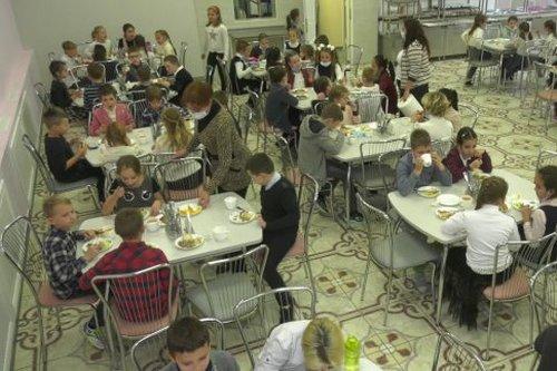 В Харькове школьные столовые перевели на карантинный график