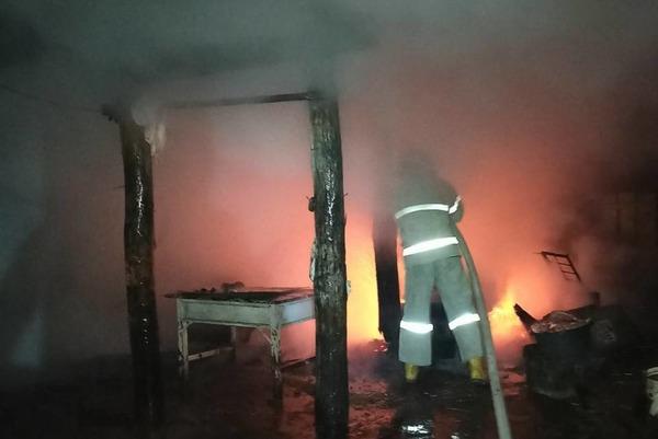 Под Харьковом массово горели хозяйственные постройки (фото)