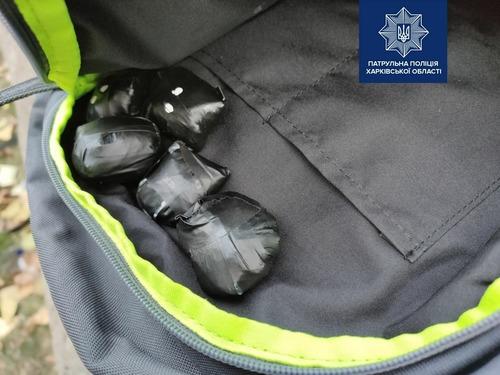 Харьковчанин попал в неприятности из-за фотографий на телефоне (фото)