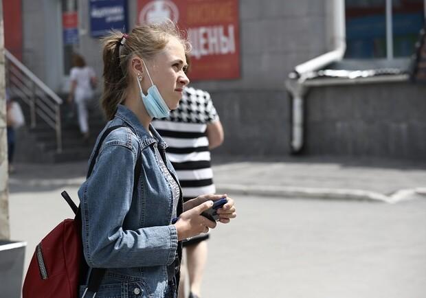 Штрафы за маски на подбородке, взрывы и провалы в асфальте. Итоги недели в Харькове