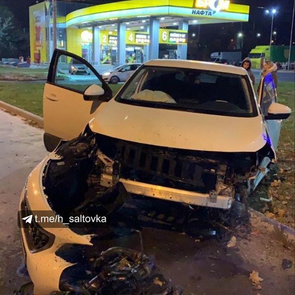 ДТП в Харькове: от удара двигатель автомобиля вывалился на землю (фото)