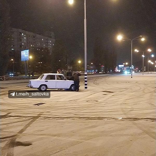 Снег в Харькове. Что творят автомобилисты на дорогах (фото)