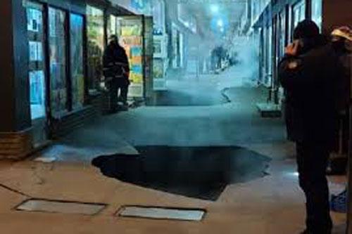 Штрафы за маски на подбородке, взрывы и провалы в асфальте. Итоги недели