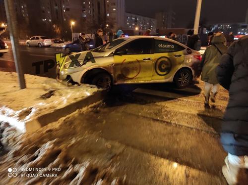 В Харькове возле супермаркета сбили мужчину: появилось видео ДТП