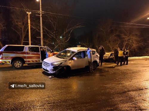 Серьезная авария в Харькове: разбитые машины разлетелись по дороге (фото, видео)