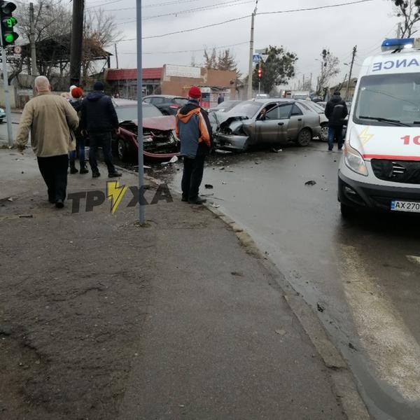 В Харькове две машины, в которых ехали дети, попали в ДТП: есть пострадавшие (фото)