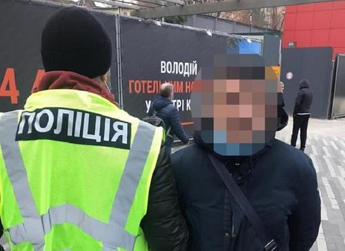 Карманник из Харькова оставил жителя столицы без денег