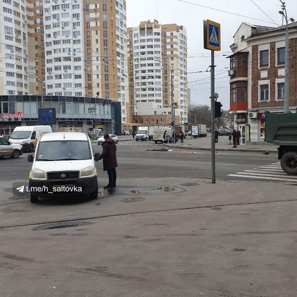 Человек на дороге в луже крови: очередное смертельное ДТП в Харькове (фото 18+)