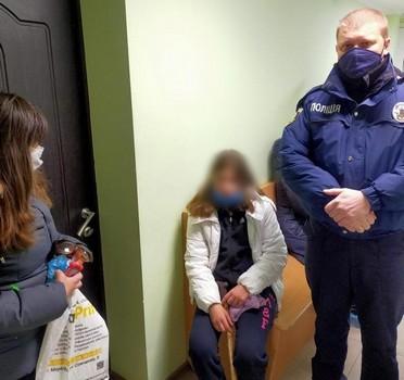 Сидела на обочине и ждала. Под Харьковом девочка-подросток не смогла попасть в больницу