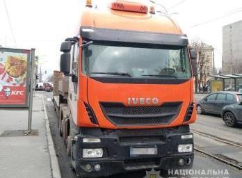 Стали известны подробности о водителе тягача, который переехал женщину в Харькове