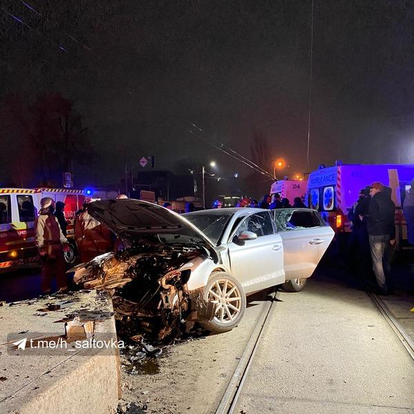 ДТП в Харькове: двигатель авто влетел в салон, погибла девушка (фото)