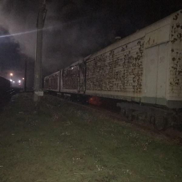В Харьковской области на железнодорожной станции вспыхнул пожар (фото)