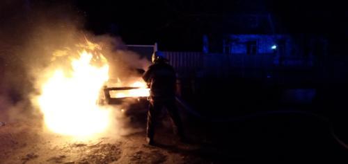 В Харьковской области автомобиль сгорел дотла (фото)
