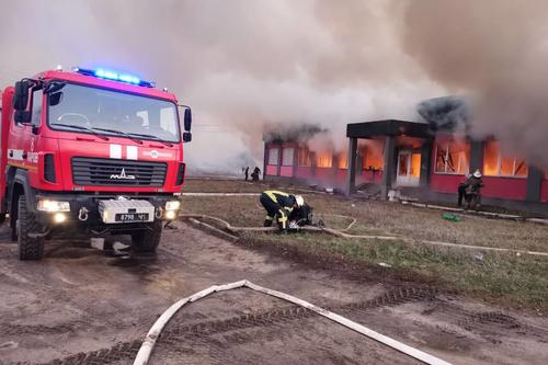 Под Харьковом сгорело отделение почты (фото, видео)