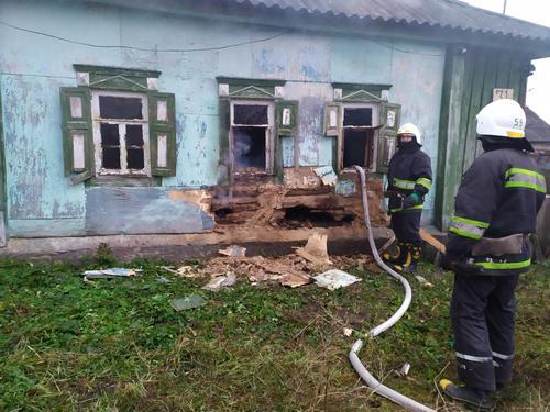 ЧП в Харьковской области: мужчина был заточен в горящем доме (фото)