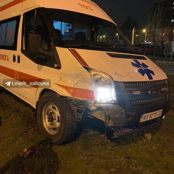 В Харькове скорая помощь попала в аварию (фото)